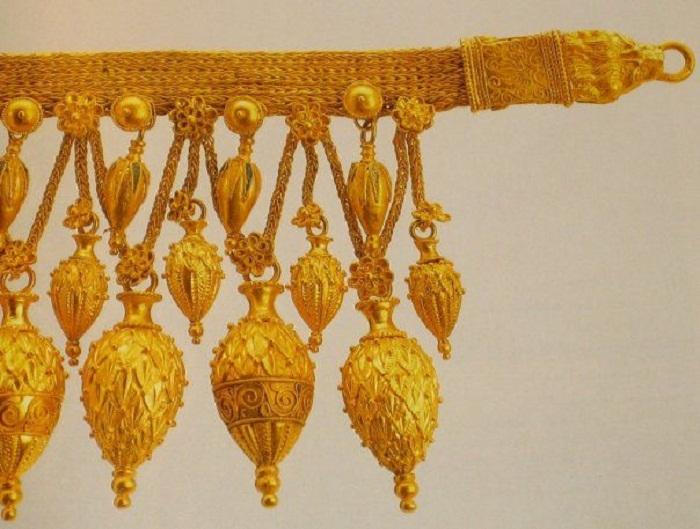 Ожерелье с тремя рядами амфоровидных подвесок. Золото