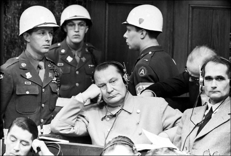 Геринг и Гессе на заседании Нюрнбергского суда.